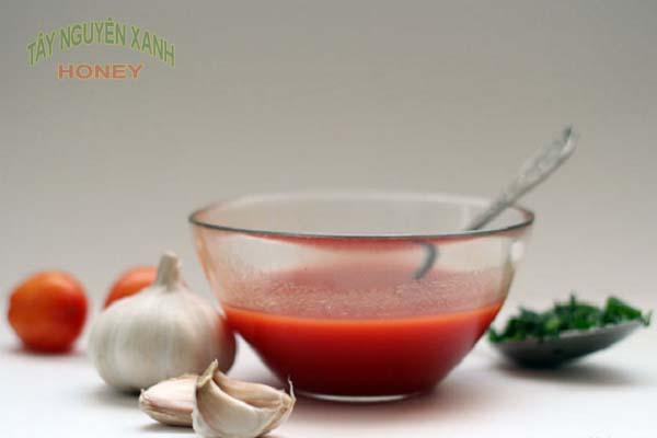 Cà chua, tỏi, chanh là nguyên liệu chính cho hỗn hợp này